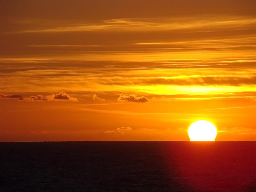 Unico immagini tramonto sole sul mare disegno a colori for Immagini sole da colorare