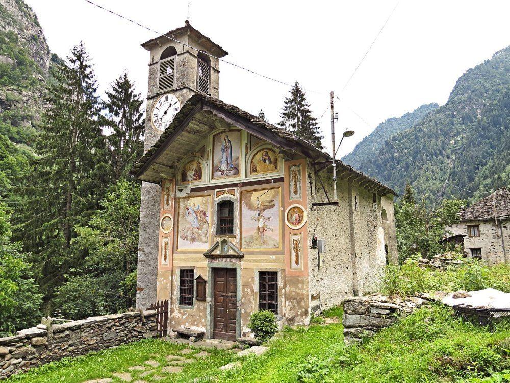 Facciate case rustiche san domenico house london a pochi for Case rustiche di montagna